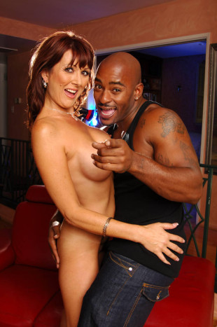 Desi Foxx has a black lover